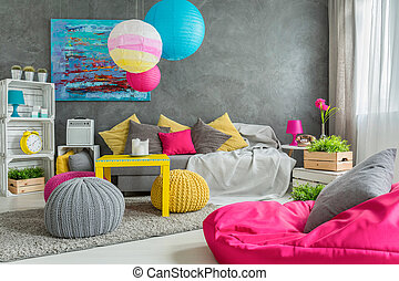 Living room with an artistic soul - Cozy living room in grey...