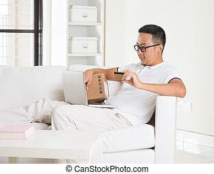 livingroom, asiatique, achats en ligne, désinvolte, homme