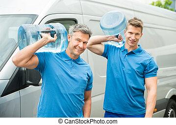 livraison, bouteilles, hommes, deux, livrer, eau