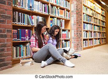 livre, étudiants, femme