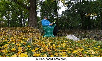 livre, automne, femme aînée, lecture