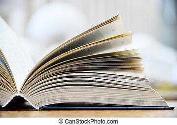 livre cartonné, mensonge, table, dans, a, bibliothèque