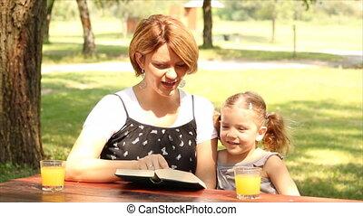 livre, fille, lecture, mère