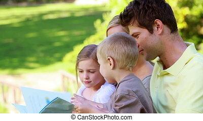 livre image, famille, tenue