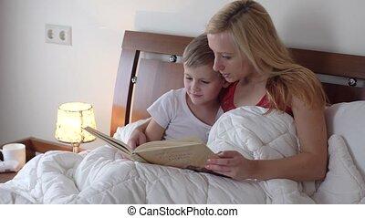 livre lecture, maman, gosse