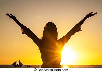 livre, mulher, braços, levantamento, feliz