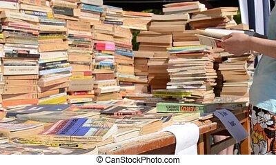 livre, piles, vente
