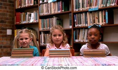 livres, filles, peu, poser