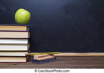 livres, pomme, tableau noir, bureau