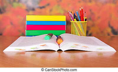 livres, tas, marqueurs