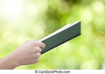 livro aberto, experiência verde, mãos