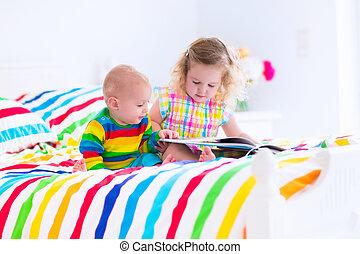 livro, leitura, cama, crianças
