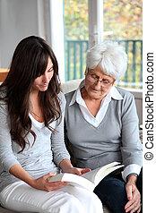 livro, mulher, jovem, idoso, leitura