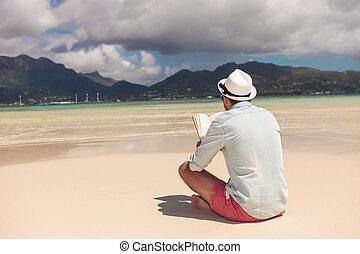 livro, praia, homem jovem, leitura
