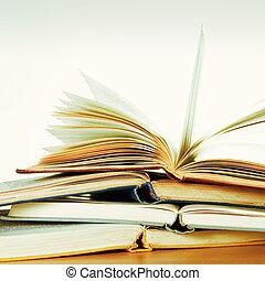 livros, abertos, pilha