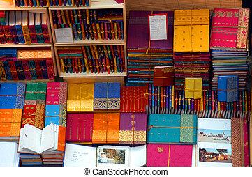 livros, coloridos