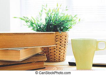 livros, ligado, escrivaninha madeira