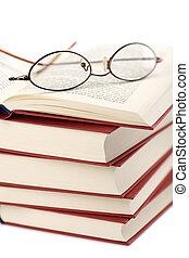 livros, pilha, isolado, óculos