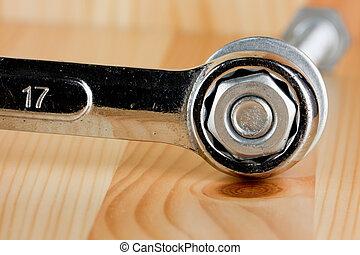 llave inglesa, apretar, el, nuez, en, madera, backgroung