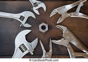 llave inglesa, llave ajustable, o