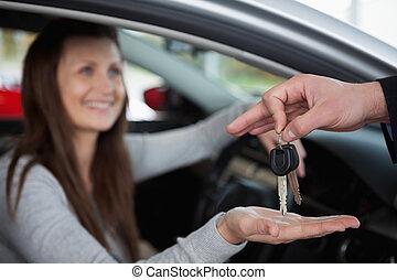 llaves, mujer coche, receiving, feliz