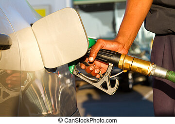 llenar, combustible, en, gasolinera