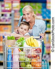 lleno, carrito, hijo, productos, madre, tienda