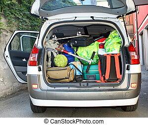 lleno, equipaje, muy, coche, salida, tronco, listo