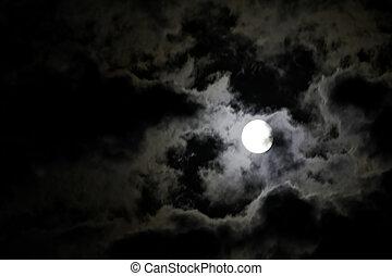 lleno, nubes, misterioso, cielo, contra, luna, negro, noche, blanco