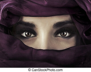 llevando, cabeza, mujer, oriental, púrpura, covering.,...