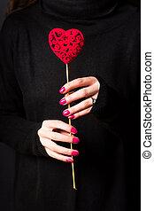 llevando, corazón, tenencia, suéter, oscuridad, forma, ...