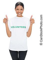llevando, desistimiento, tshirt, pulgares, sonriente, modelo, voluntario