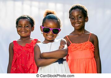 llevando, friends., sombras, africano, diversión, niña