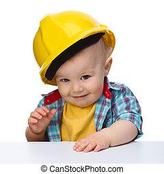 llevando, lindo, niño pequeño, sombrero duro, demasiado grande