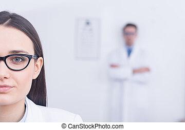 llevando, mujer, moderno, lentes