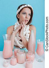llevando, rosa, mujer, malvavisco, sentado, bebida, collar, tabla