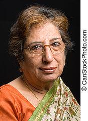 llevando, sari, mujer mayor, indio