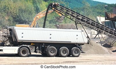 Loading gravel in a car with belt conveyor. - Machine ...