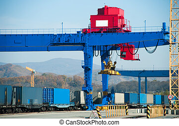 rail cars - Loading of containers in port on rail cars