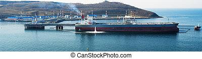 Loading tanker by oil