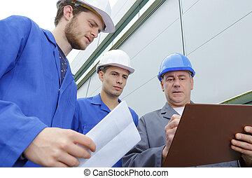 local construção, trabalhando, engenheiro