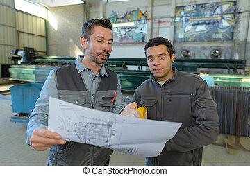 local, inspetor, fazer, inspeção, relatório, em, grande, industrial, corredor