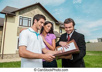 location, vrai, signer, documents, propriété, agent., vente, contrat, jeune, accord, agent, tenue, maison, signe, homme