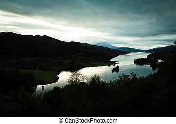 loch, coucher soleil