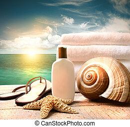 loción sunblock, y, toallas, y, océano, escena