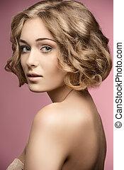 lockig, kvinna, med, guppa, hair-cut