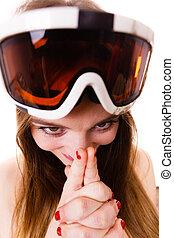 loco, mujer, arriba, cara, gafas de protección, cierre, esquí