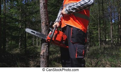 Logger try to start chainsaw
