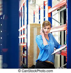 logistique, vérification, téléphone, inventaire, employé féminin