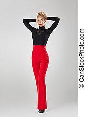 loiro, calças, camisa, preto vermelho, mulher